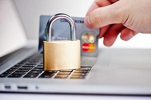 Кредитная карточка, замок, ноутбук